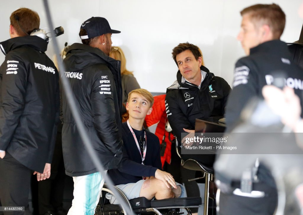 2017 british grand prix practice day silverstone circuit merecedes lewis hamilton left and team principal toto wolff meet amputee teenage racing m4hsunfo