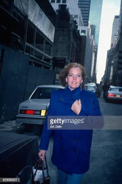 Meredith Baxter walking down New York Street holding coat closed circa 1970 New York