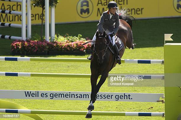 Meredith MichaelsBeerbaum of Germany rides on Checkmate and won the third place during the Stawag prize competition of the CHIO on July 13 2010 in...