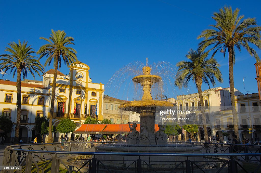 Merida, Plaza Espa–a, Badajoz province, Extremadura, Ruta de la Plata, Spain : News Photo