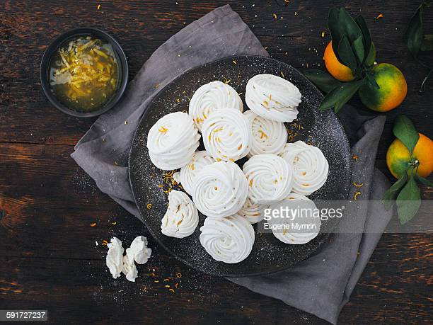 Meringues with citrus jam
