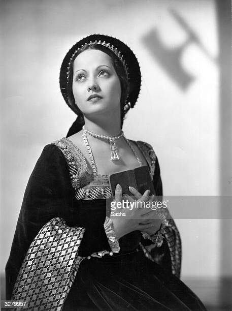 Merle Oberon formerly Estelle O'Brien Merle Thompson the British leading lady who was married to Alexander Korda She features as Anne Boleyn in 'The...