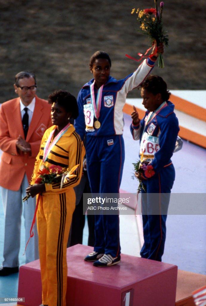 Women's Track 100 Metres Medal Ceremony At The 1984 Summer Olympics : Foto di attualità