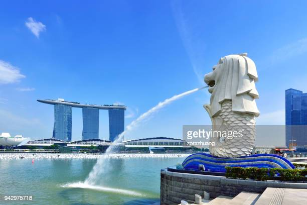 merlion park and marina bay sands, singapore - merlion park stock photos and pictures