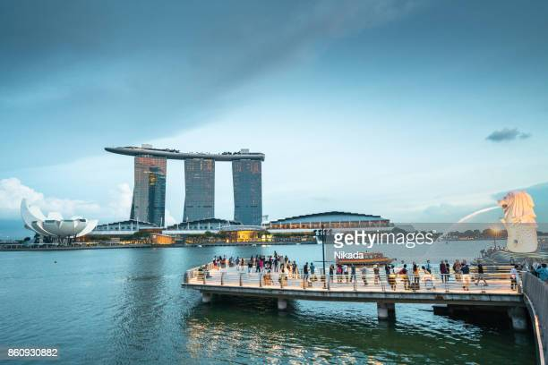 merlion statue, marina bay sands, singapore - merlion park stock photos and pictures