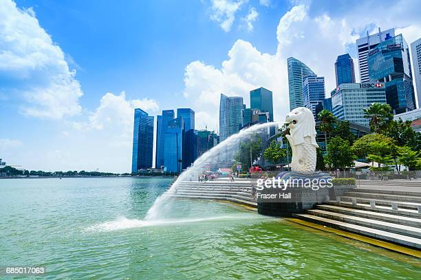 merlion statue, the national symbol of singapore and its most famous landmark, merlion park, marina bay, singapore, southeast asia, asia - merlion stock pictures, royalty-free photos & images