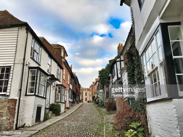 mermaid street, rye, sussex - rye new york stockfoto's en -beelden