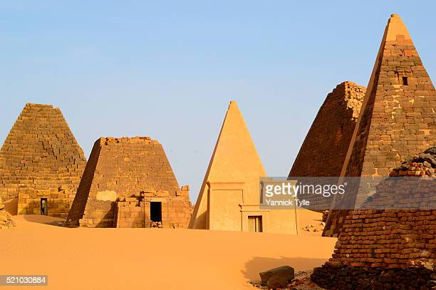 meroe kush kingdom, sudan - pyramid stock pictures, royalty-free photos & images