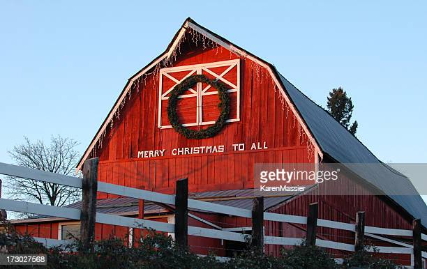 merry christmas barn - country christmas stockfoto's en -beelden