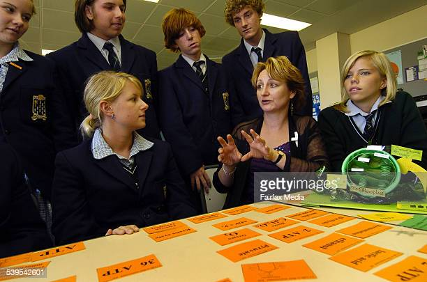 Merryn Evergreen shows year 12 students at St Leonard's College her Mind Map method for learning Biology St Leonard's College THE AGER EDUCATION...