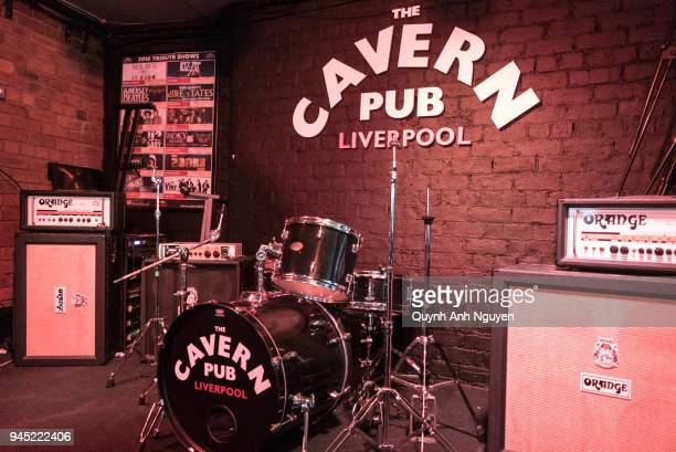 uk, merseyside, liverpool: the cavern pub on mathew street - modern rock stock pictures, royalty-free photos & images