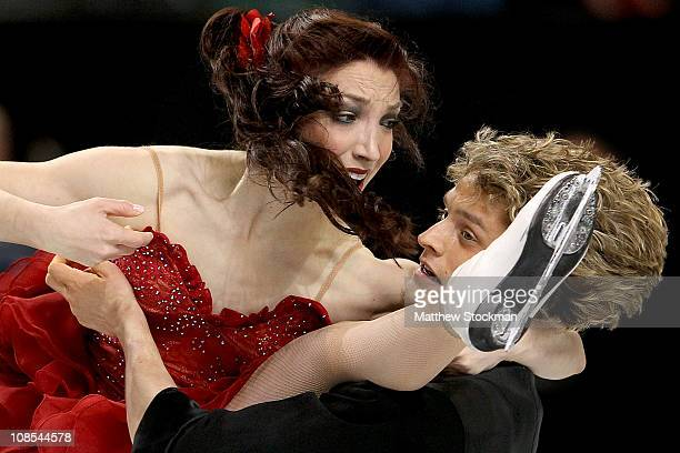 Meryl Davis and Charlie White compete in the Championship Free Dance during the US Figure Skating Championships at the Greensboro Coliseum on January...