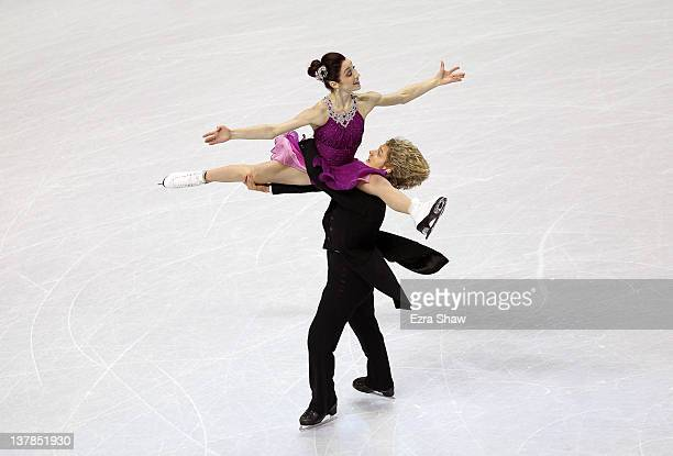 Meryl Davis and Charlie White compete in the free dance program during the 2012 US Figure Skating Championships at HP Pavilion on January 28 2012 in...