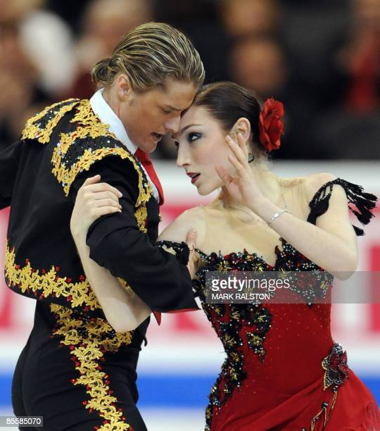 Meryl Davis and Charlie White from USA perform during the Ice Dance Compulsory Dance event of the 2009 World Figure skating Championships, at the...