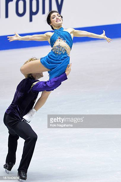 Meryl Davis and Charlie White of The United States compete in the Ice Dance free program during day three of ISU Grand Prix of Figure Skating...