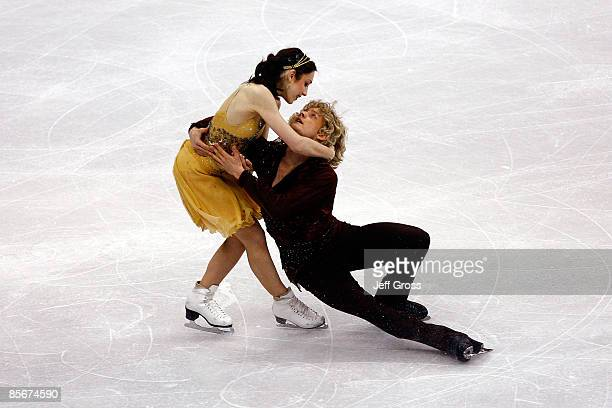 Meryl Davis and Charlie White of the United States compete in the Free Dance during the 2009 ISU World Figure Skating Championships on March 27, 2009...