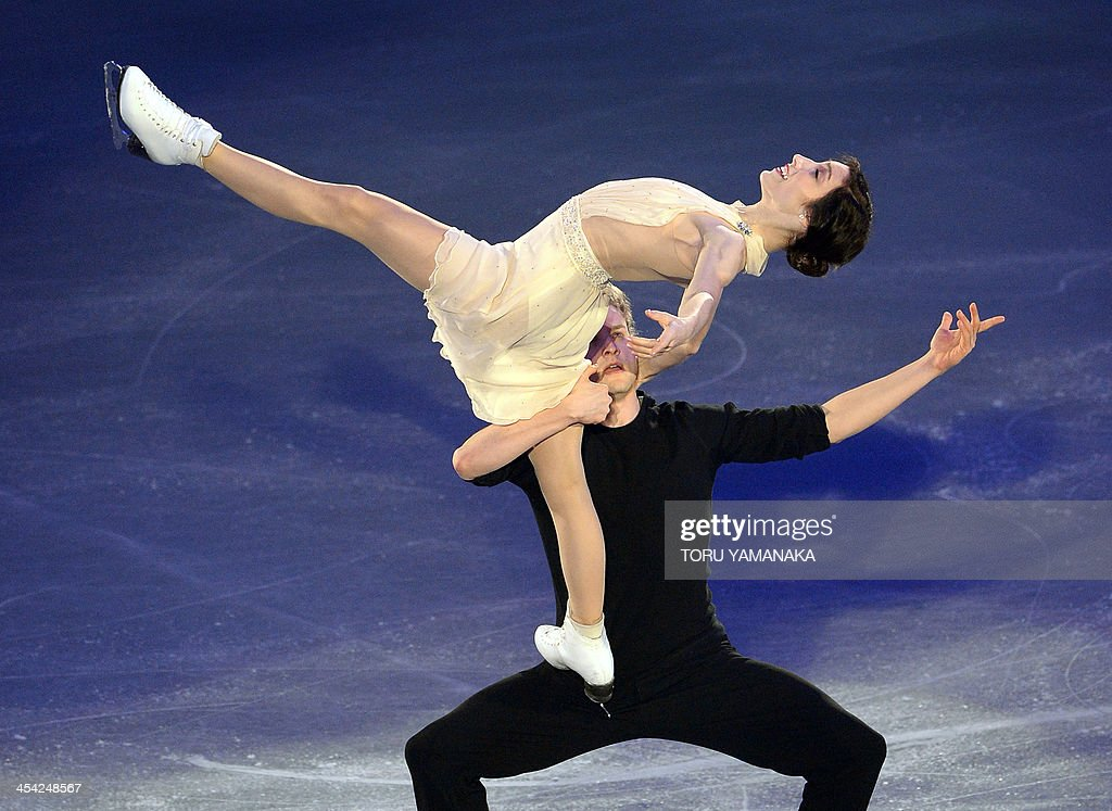 Meryl Davis (top) and Charlie White (bottom) of the US perform during the gala exhibition in the ISU figure skating Grand Prix Final in Fukuoka, western Japan, on December 8, 2013. AFP PHOTO/Toru YAMANAKA