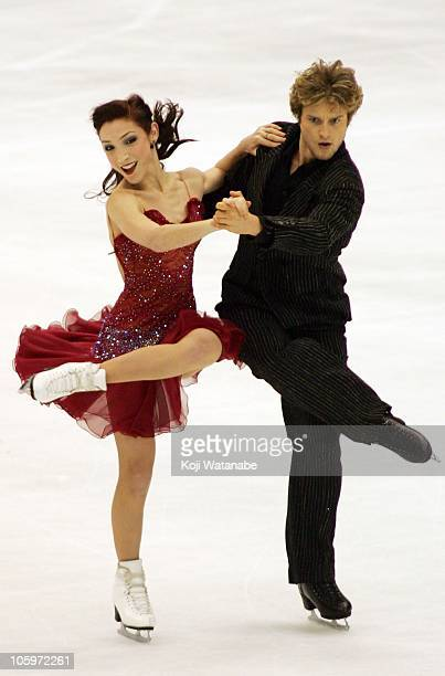 Meryl Davis and Charlie White of the USA perform in Ice Dance Free program during day two of the ISU Grand Prix NHK Trophy at Nippon Gaishi Arena on...