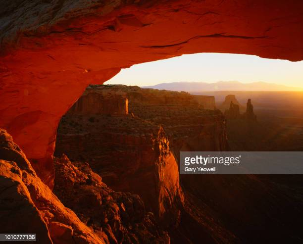 mesa arch and desert view at sunrise - islands in the sky stock pictures, royalty-free photos & images
