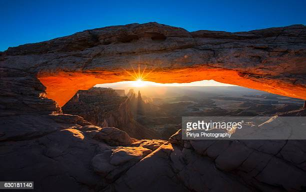 mesa arch - mesa arch stock pictures, royalty-free photos & images