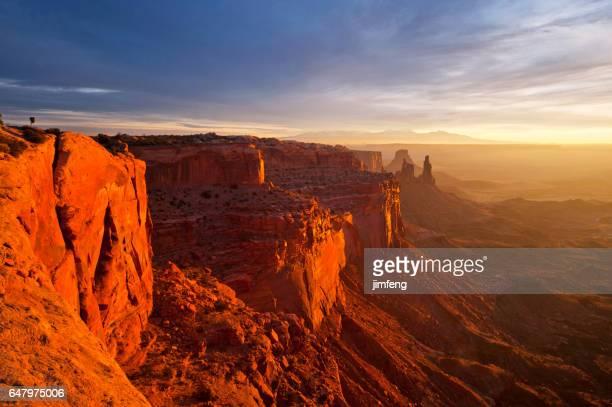 mesa arch - rocha vermelha imagens e fotografias de stock