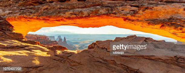 mesa arch sunrise - mesa arch stock pictures, royalty-free photos & images