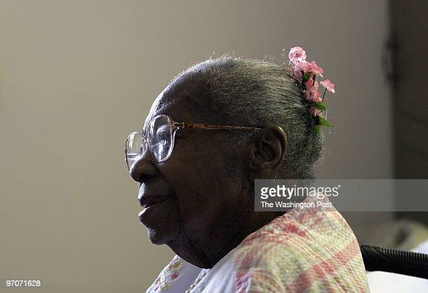 Seniors DATE: August22, 2007 CREDIT: Carol Guzy/ The Washington Post Alexandria VA Details of life in an ordinary neighborhood that is aging. Number...
