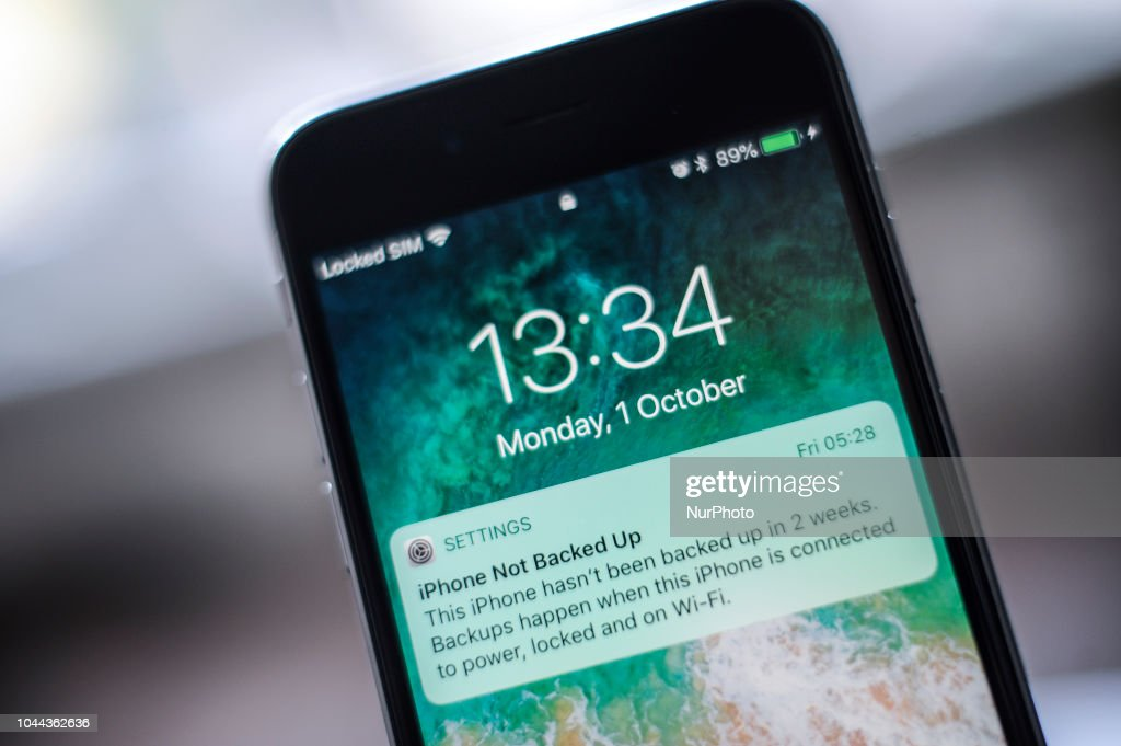 A message appears on an Apple iPhone lock screen notifying