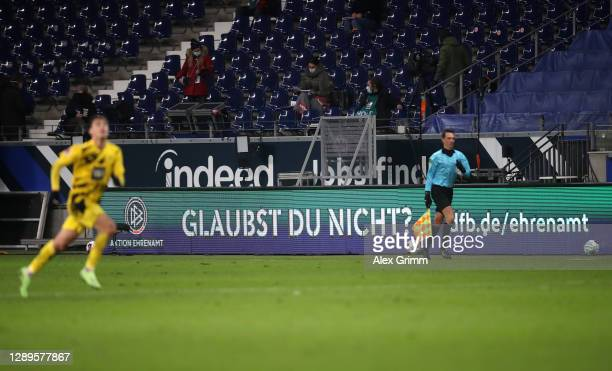 """Message of the """"Danke ans Ehrenamt"""" action, a thank you to all the volunteers and honorary workers in Sport, is shown on the advertising boards..."""