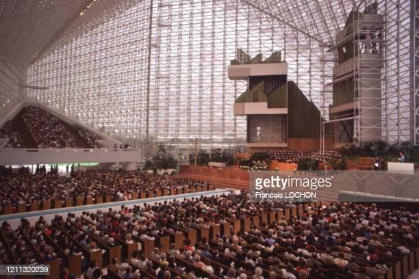 Messe dans la Crystal Cathedral à Garden Grove en Californie en octobre 1980, Etats-Unis.