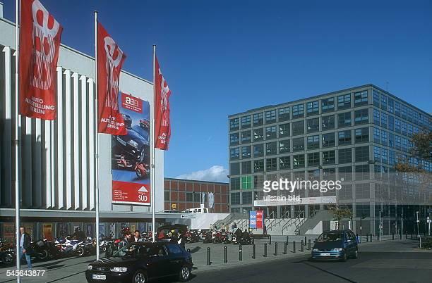 Messehallen während der Autoausstellung aaa Aussenansicht