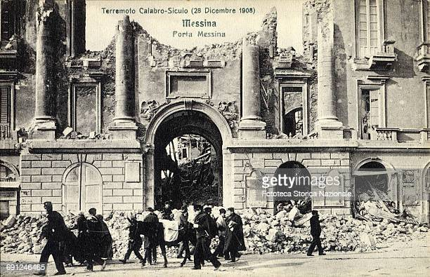 Messina Gate some buildings destroyed by the terrible earthquake of magnitude 72 which counted between 90000 and 120000 victims throughout the...