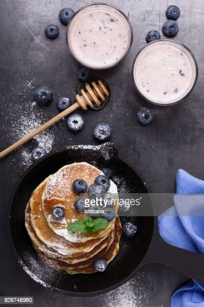 Messthetics. Healthy brunch with blueberry pancakes and berry yogurt