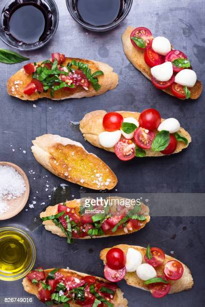 messthetics. traditional italian delight, bruschetta set - mediterrane kultur stock-fotos und bilder