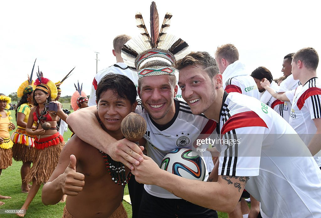 Brazilian Indians Visit The German National Team : News Photo