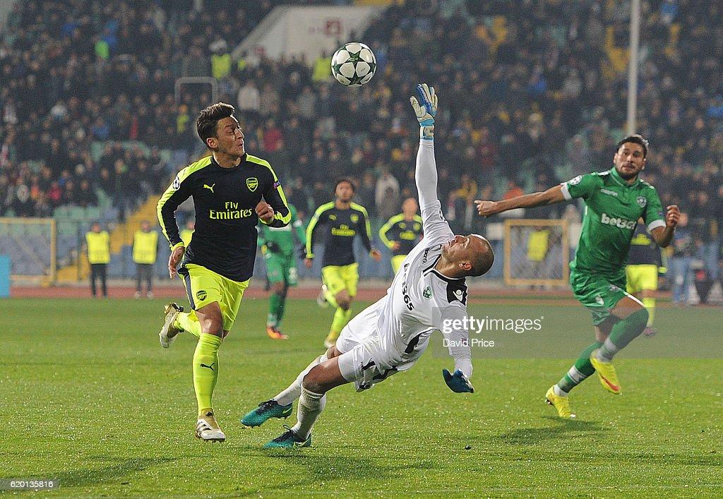 PFC Ludogorets Razgrad v Arsenal FC - UEFA Champions League : ニュース写真
