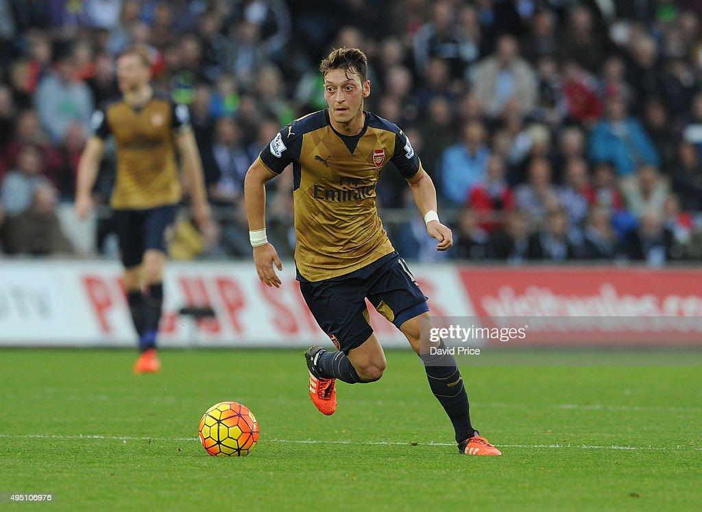 Swansea City v Arsenal - Premier League : News Photo