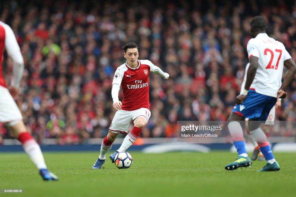 Arsenal v Stoke City - Premier League : News Photo