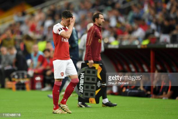 Mesut Ozil of Arsenal looks dejected as he is substituted off during the UEFA Europa League Final between Chelsea and Arsenal at Baku Olimpiya...