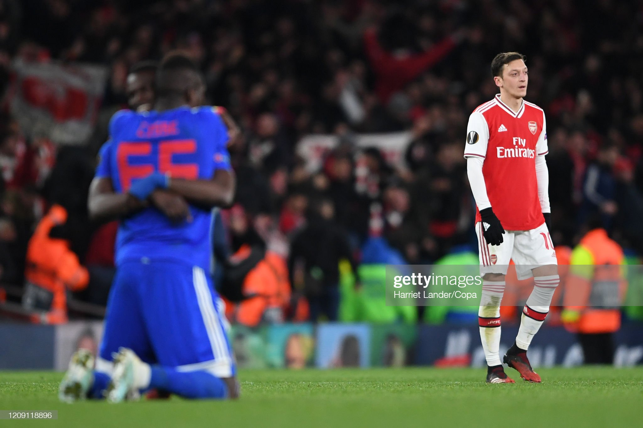 mesut-ozil-of-arsenal-looks-dejected-as-
