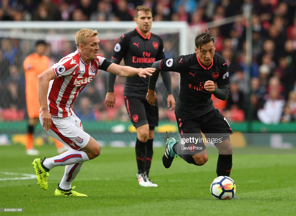 Stoke City v Arsenal - Premier League : ニュース写真