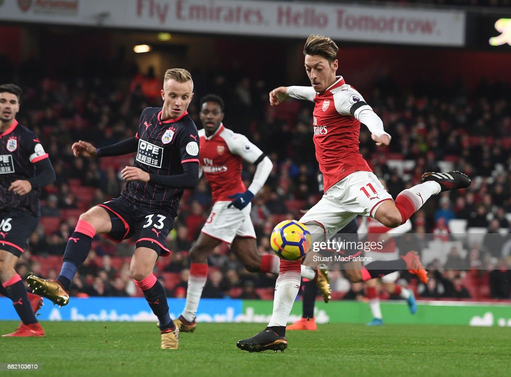 Arsenal v Huddersfield Town - Premier League : News Photo
