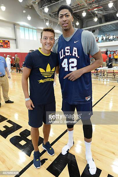 ¿Cuánto mide Anthony Davis? - Real height Mesut-zil-of-the-german-national-soccer-team-and-anthony-davis-of-the-picture-id452986308?s=612x612