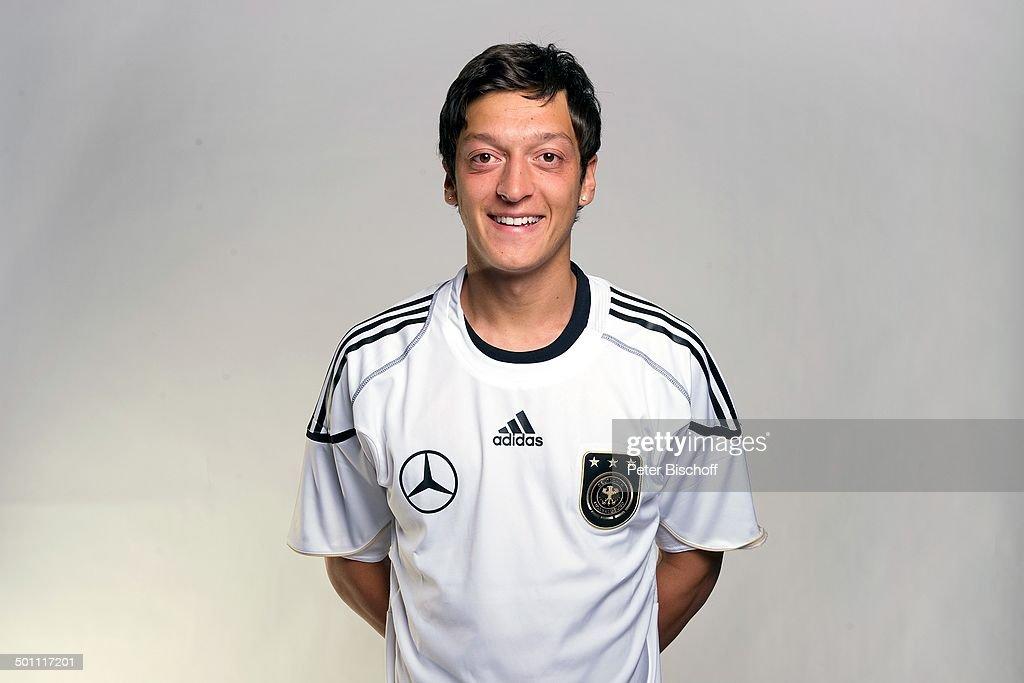 Mesut Özil (Werder Bremen) (Mittelfeld-Spieler der Deutschen Nationalmannschaft 2010), Porträt, Frankfurt/Main, Hessen, Deutschland, Europa, Portrait, : News Photo