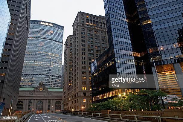 met life building, park avenue, new york city - パークアベニュー ストックフォトと画像