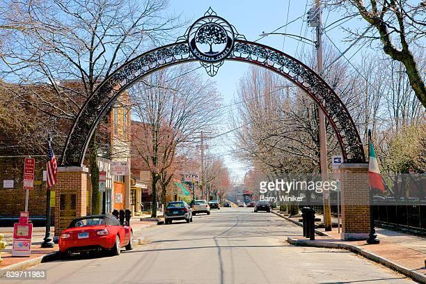 metal arch, new haven's little italy - ニューヘイブン ストックフォトと画像