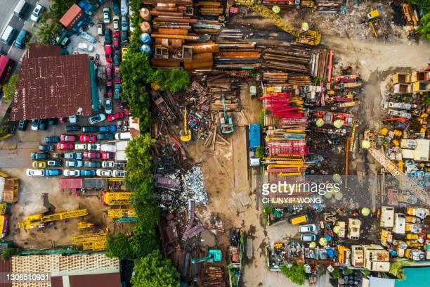 metall-recycling-hof von oben - kontaminierung stock-fotos und bilder