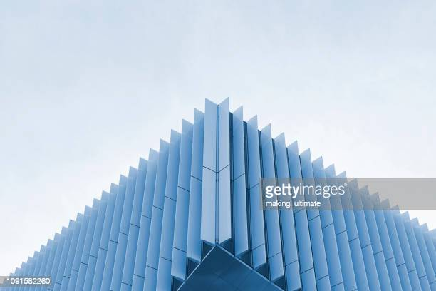 metal roof structure of office building ceiling - diminishing perspective stock pictures, royalty-free photos & images