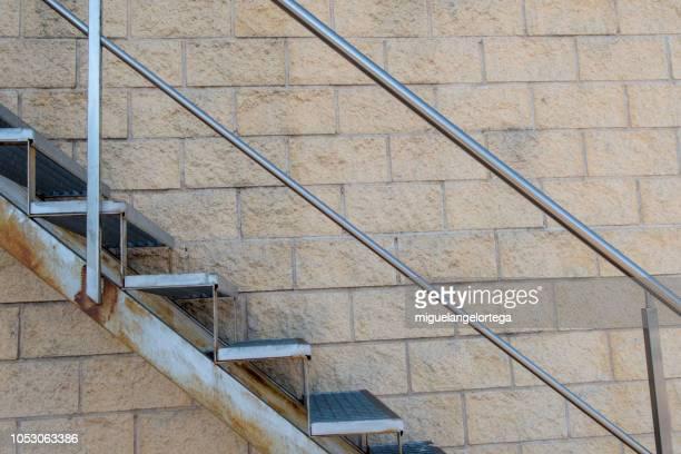 metal stairs with fence - veiligheidshek stockfoto's en -beelden