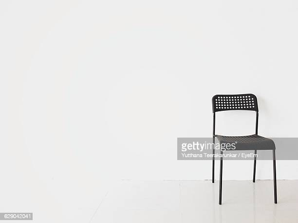 metallic chair against white background - silla fotografías e imágenes de stock